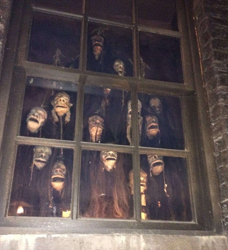 Knockturn Alley Singing Heads